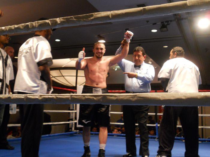 Мариупольский боксер  Давид Табатадзе  одолел соперника в шестираундовом бою (ФОТО), фото-2