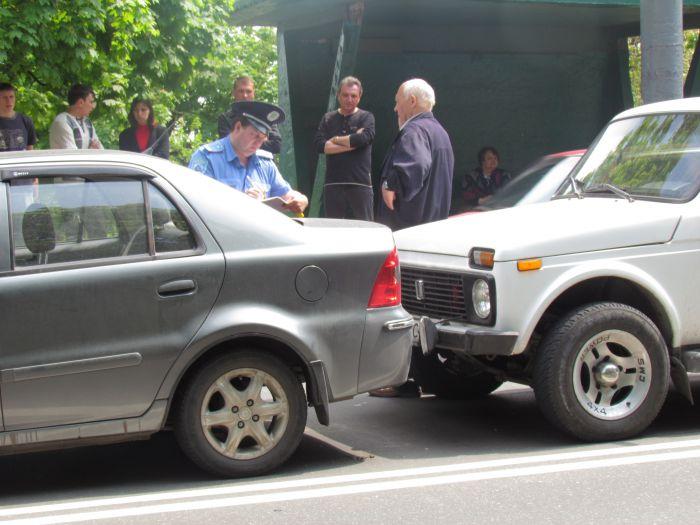 Четыре машины столкнулись в центре Мариуполя (ФОТО), фото-8