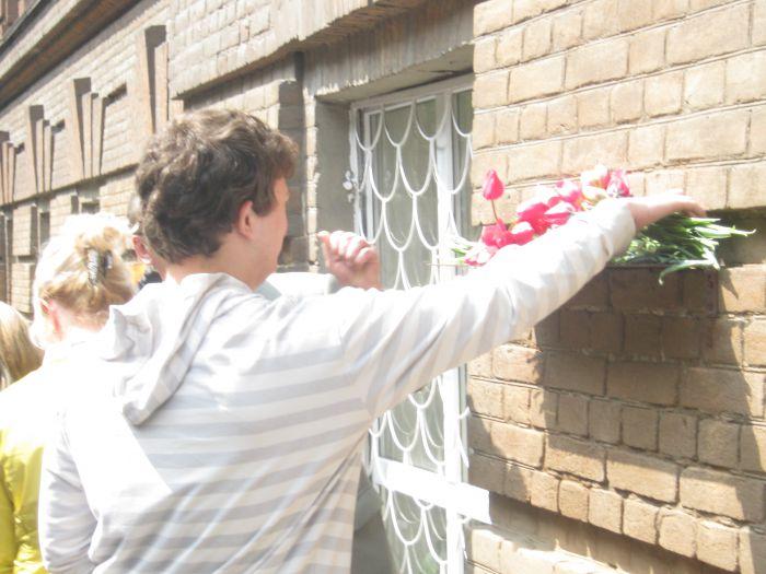 На фасаде старейшего корпуса мариупольского вуза появился еще один барельеф (ФОТО) , фото-5