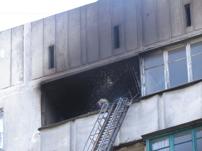 Вчера в Мариуполе курильщик подпалил свою квартиру (ФОТО), фото-9