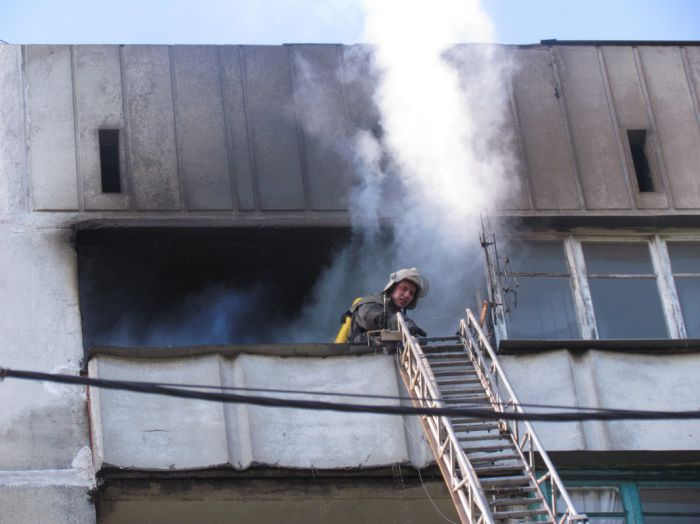 Вчера в Мариуполе курильщик подпалил свою квартиру (ФОТО), фото-6