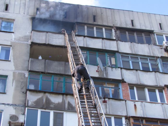 Вчера в Мариуполе курильщик подпалил свою квартиру (ФОТО), фото-7