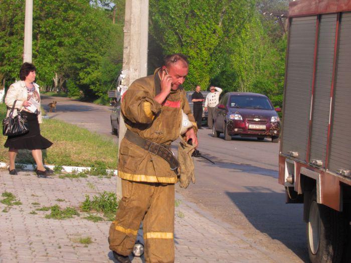 Вчера в Мариуполе курильщик подпалил свою квартиру (ФОТО), фото-2