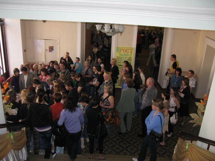 В Мариуполе толпа безработных чуть не снесла столики центра занятости (ФОТО), фото-3
