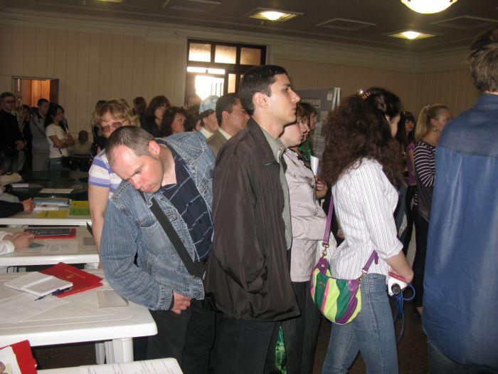 В Мариуполе толпа безработных чуть не снесла столики центра занятости (ФОТО), фото-5