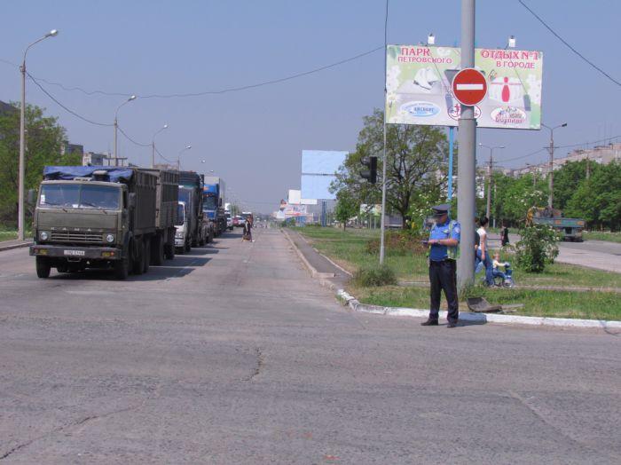 Вчера в Мариуполе два грузовика не поделили дорогу, перекрыв движение по бульвару Шевченко  (ФОТО), фото-3