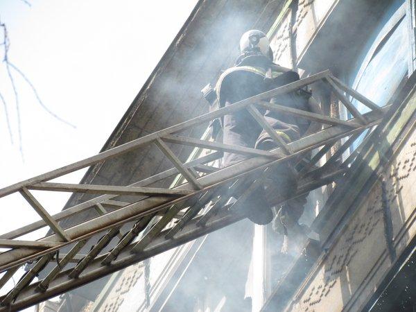 В Мариуполе горит многоэтажный дом (Добавлены ФОТО, ВИДЕО), фото-10