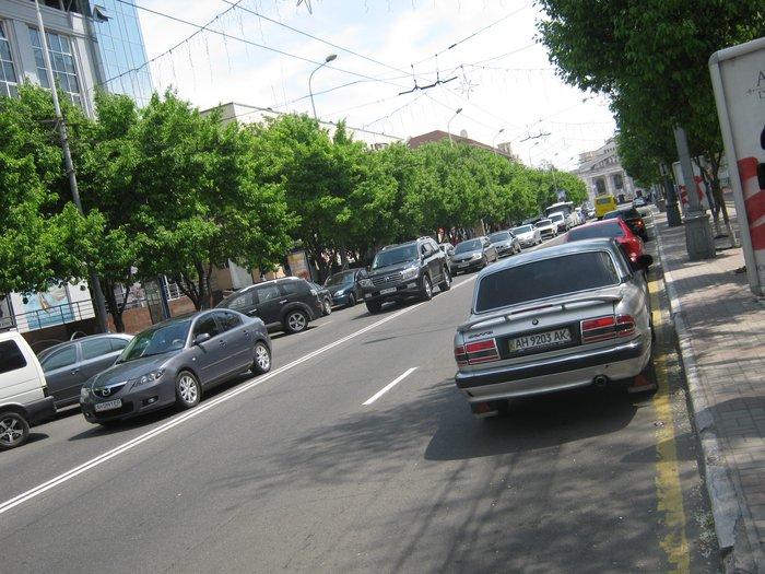 В Мариуполе запретят парковать автомобили возле экс-ЦУМа (ФОТО), фото-3