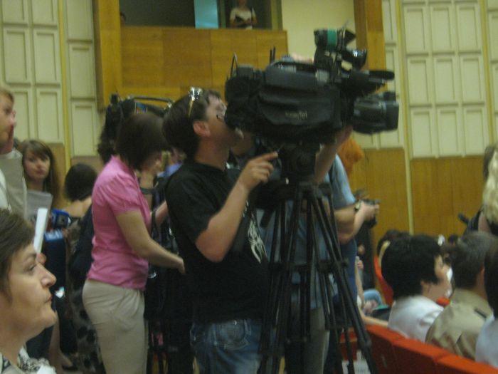 В Мариуполе заезжие  журналисты хотели завалить министра образования вопросами, фото-1