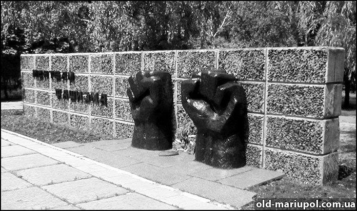 Братская-могила-кулаки