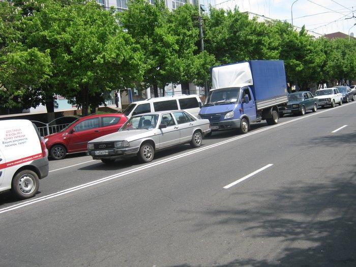 Летняя обувь и парковка возле экс-ЦУМа -, фото-1