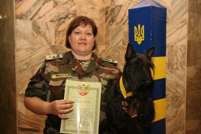 В Мариуполе  пограничной собаке Вирджинии надели на грудь медаль (ФОТО), фото-6