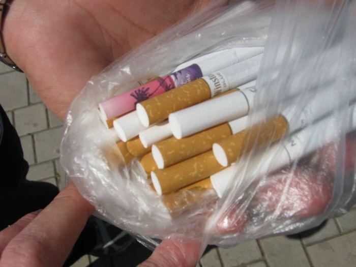 В Мариуполе сегодня меняли сигарету на конфету (Фотофакт), фото-1