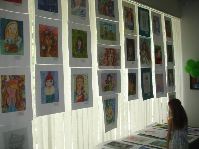 Мариупольские юные художники рисовали  самих себя (ФОТО), фото-1