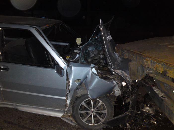 В Мариуполе самоуверенная легковушка решила протаранить металловоз (Добавлено ФОТО), фото-1