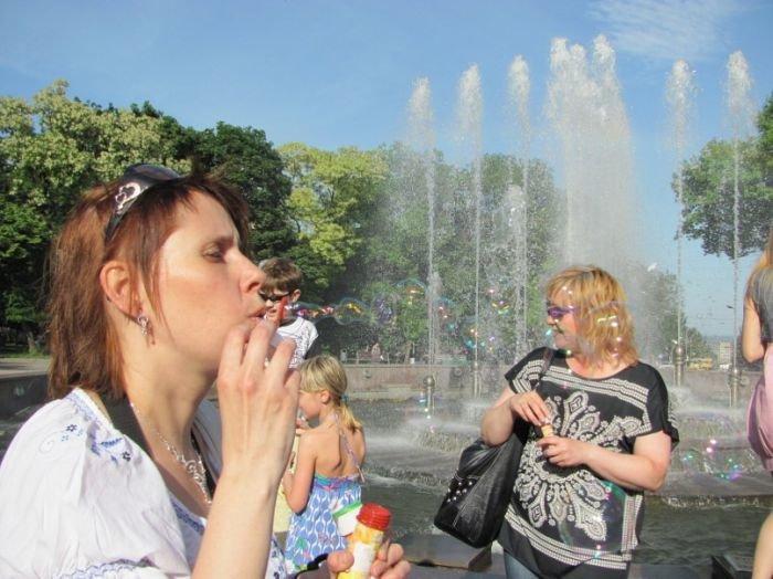 В Мариуполе надули тысячи мыльных пузырей (Фоторепортаж) , фото-17