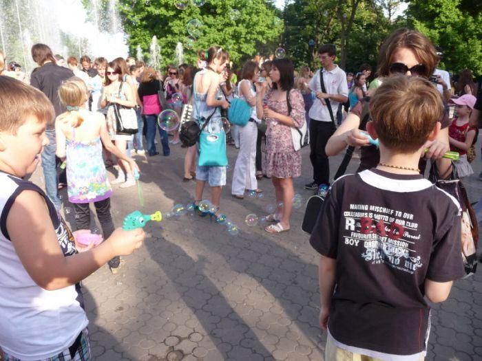В Мариуполе надули тысячи мыльных пузырей (Фоторепортаж) , фото-13
