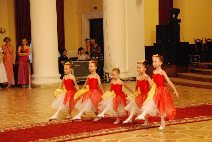 Мариупольская школа классической хореографии Елены Берковой выступила на балу , фото-3
