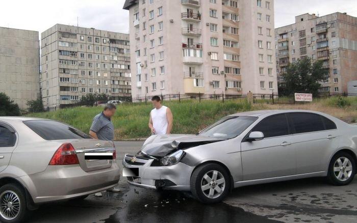 В Мариуполе не разъехались два «Шевроле», водителем одного из которых был работник ГАИ (ФОТО), фото-3