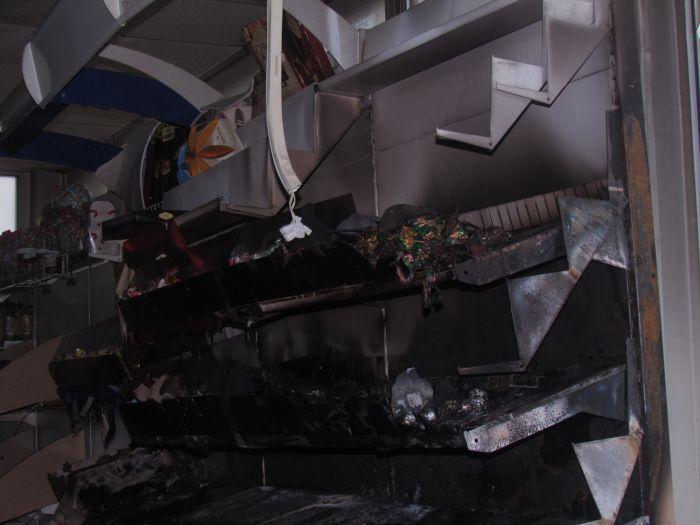 Брошенная бутылка с зажигательной смесью вызвала пожар в магазине  (ФОТО), фото-8