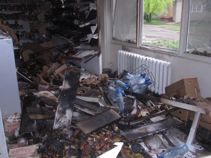 Брошенная бутылка с зажигательной смесью вызвала пожар в магазине  (ФОТО), фото-4