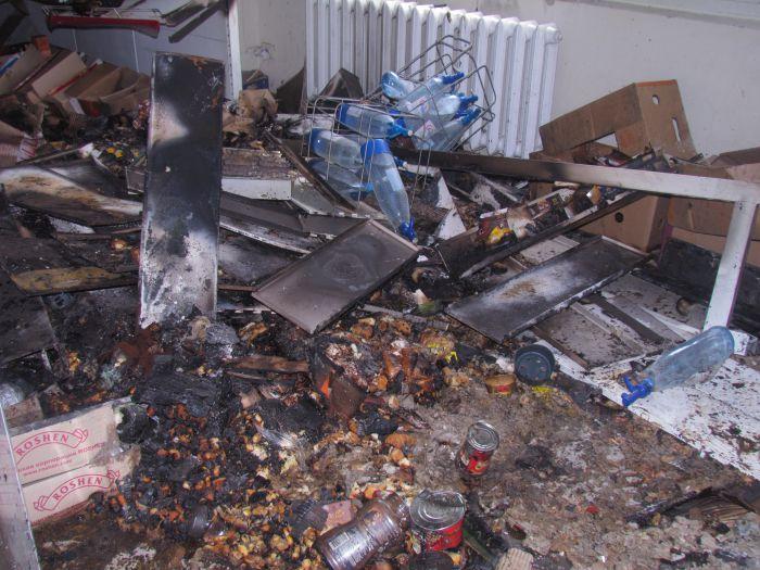 Брошенная бутылка с зажигательной смесью вызвала пожар в магазине  (ФОТО), фото-5