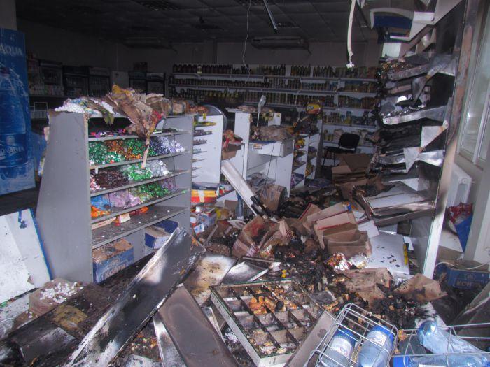 Брошенная бутылка с зажигательной смесью вызвала пожар в магазине  (ФОТО), фото-7
