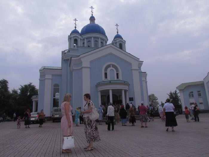 Сегодня православные и католики празднуют Троицу (ФОТО) , фото-1