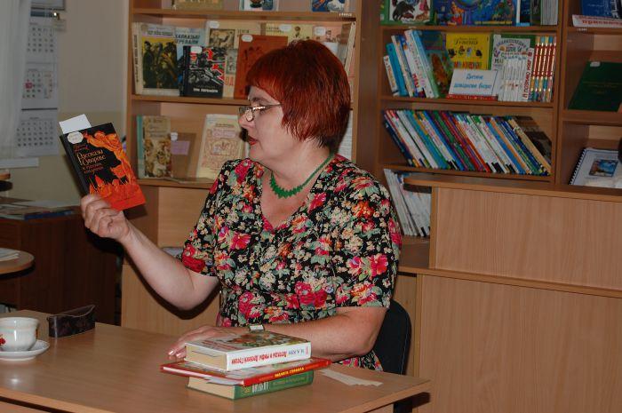 Главный музейный работник Мариуполя представила маленьким читателям  героя своего детства (ФОТО) , фото-2