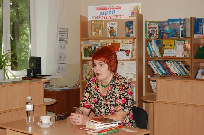 Главный музейный работник Мариуполя представила маленьким читателям  героя своего детства (ФОТО) , фото-3
