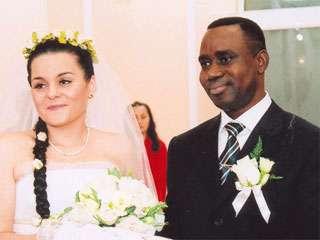 В Мариуполе все чаще регистрируют браки иностранцев с местными  пенсионерками, фото-1
