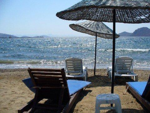 Мариупольские пляжи хотят оборудовать лежаками и зонтиками , фото-1