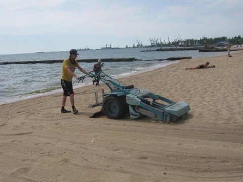 В Мариуполе появится третья пескоуборочная машина, фото-1