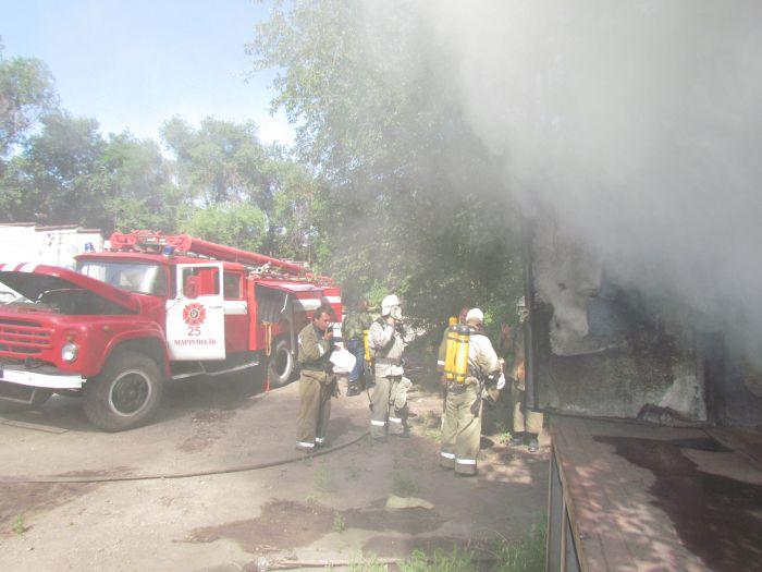 В Мариуполе горит подвал с сеном (ФОТО), фото-15