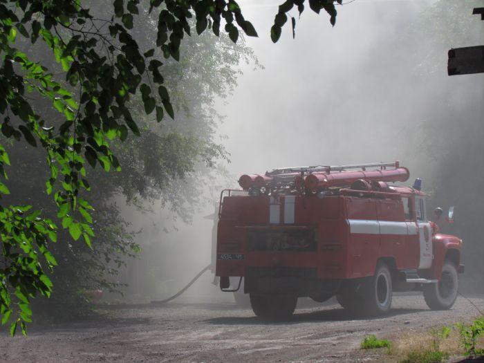 В Мариуполе горит подвал с сеном (ФОТО), фото-18