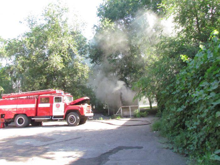 В Мариуполе горит подвал с сеном (ФОТО), фото-10