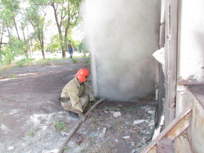 В Мариуполе горит подвал с сеном (ФОТО), фото-8