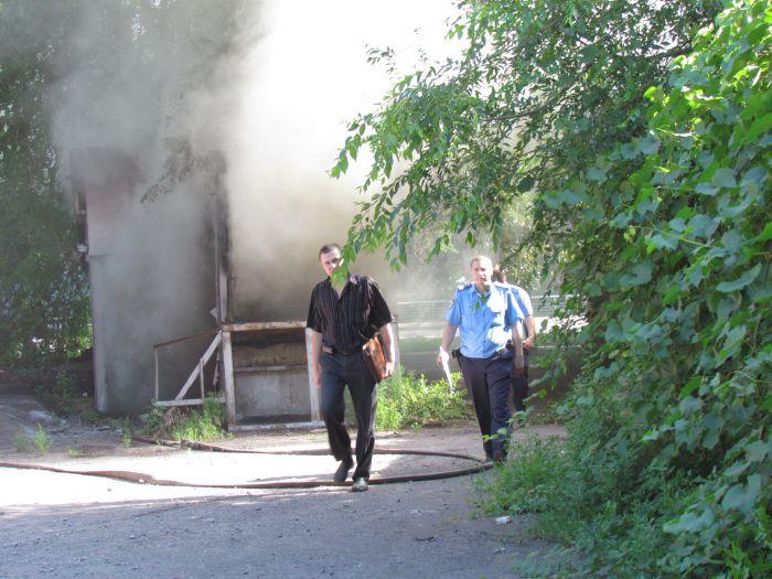 В Мариуполе горит подвал с сеном (ФОТО), фото-13
