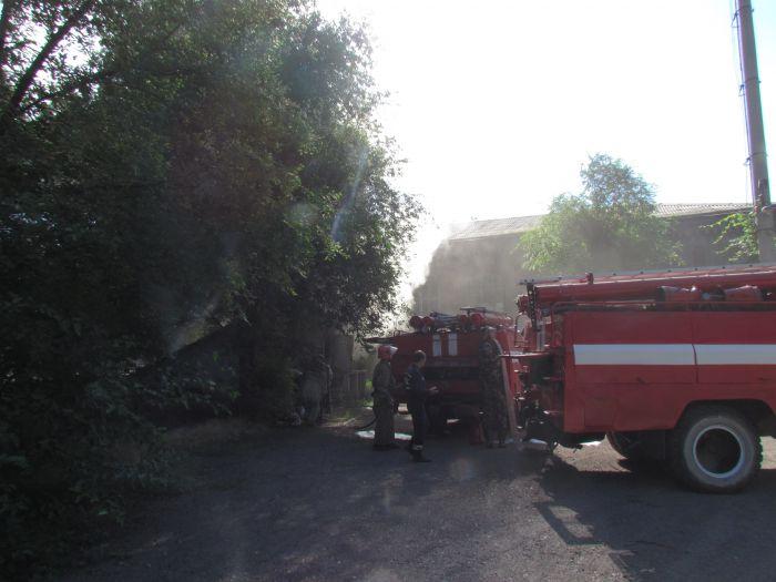 В Мариуполе горит подвал с сеном (ФОТО), фото-9