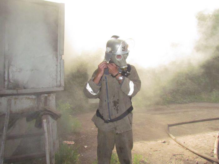 В Мариуполе горит подвал с сеном (ФОТО), фото-6