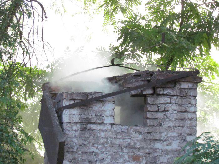 В Мариуполе горит подвал с сеном (ФОТО), фото-11