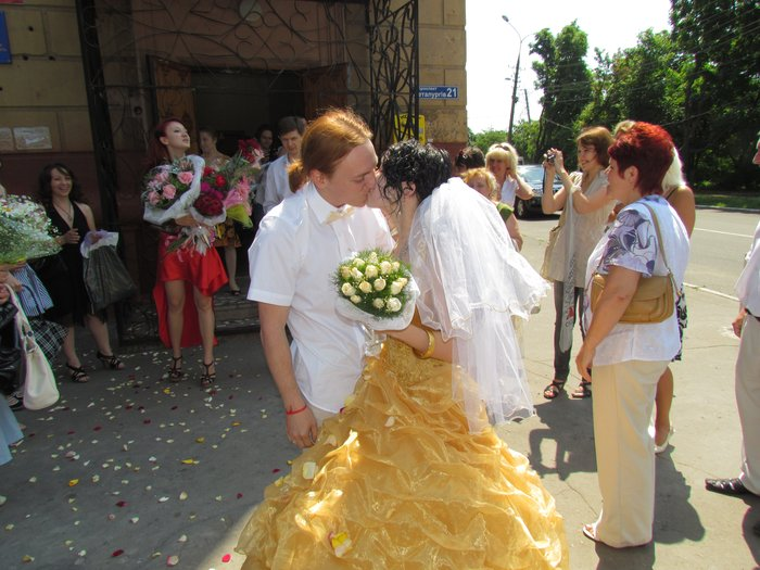 В Мариуполе Алиса в желтом платье вышла замуж за шляпника без шляпы (ФОТО), фото-7