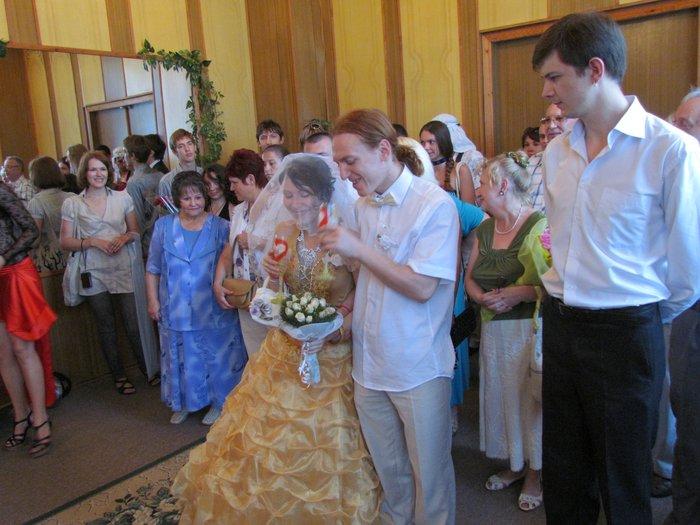 В Мариуполе Алиса в желтом платье вышла замуж за шляпника без шляпы (ФОТО), фото-2
