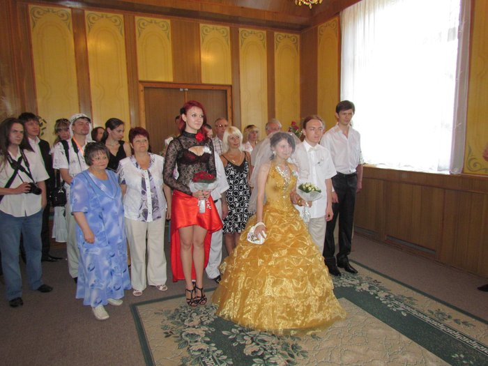 В Мариуполе Алиса в желтом платье вышла замуж за шляпника без шляпы (ФОТО), фото-1