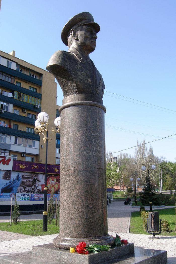 памятник Лунину