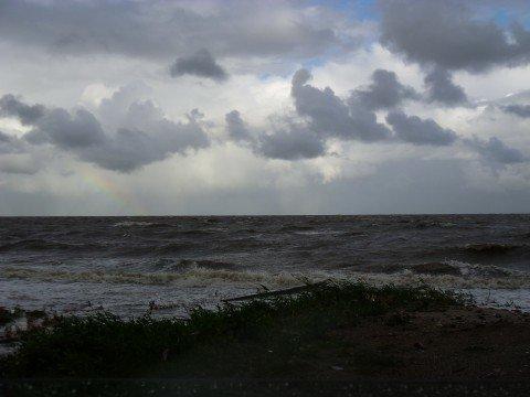 Во время шторма на мариупольском пляже загадочно погибла 9-летняя девочка, фото-1
