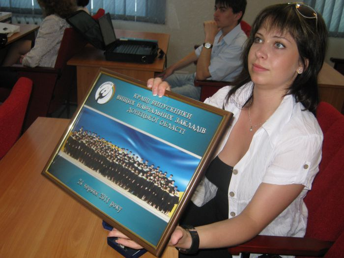 Великолепная семерка  мариупольских выпускников  ПГТУ привезла из Донецка часы, значки и ноутбуки (ФОТО), фото-2