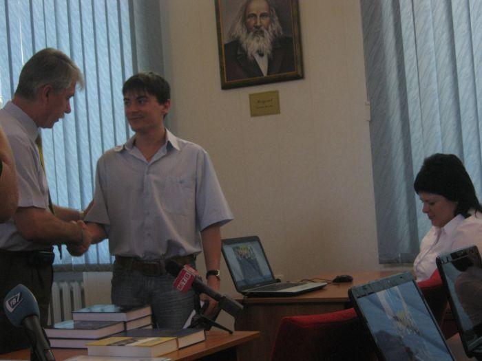 Великолепная семерка  мариупольских выпускников  ПГТУ привезла из Донецка часы, значки и ноутбуки (ФОТО), фото-5