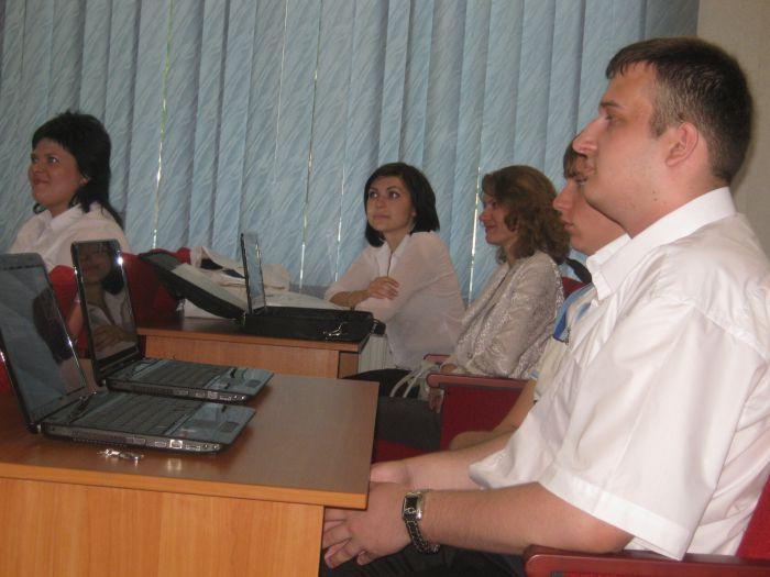 Великолепная семерка  мариупольских выпускников  ПГТУ привезла из Донецка часы, значки и ноутбуки (ФОТО), фото-6
