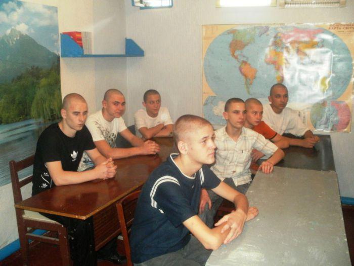 Сегодня в Мариупольском СИЗО 11 подследственных сели за школьные парты (ФОТО), фото-3